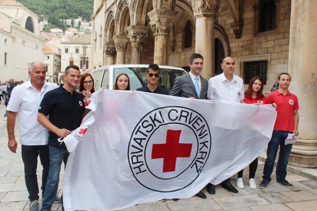 Gradskom društvu Crvenog križa Dubrovnik službeno uručeni ključevi novog kombija